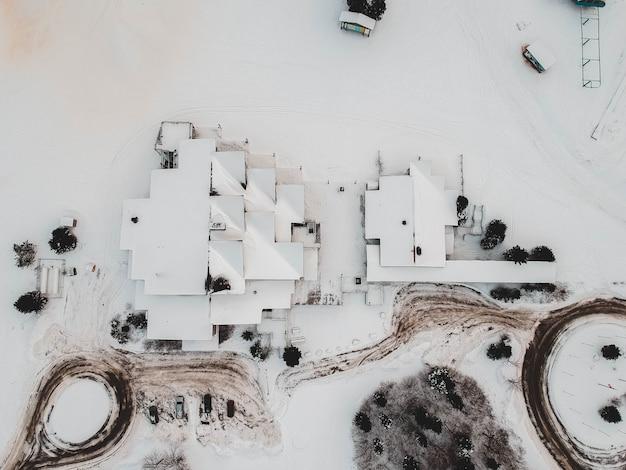 Luftaufnahme von mit schnee bedeckten häusern Kostenlose Fotos