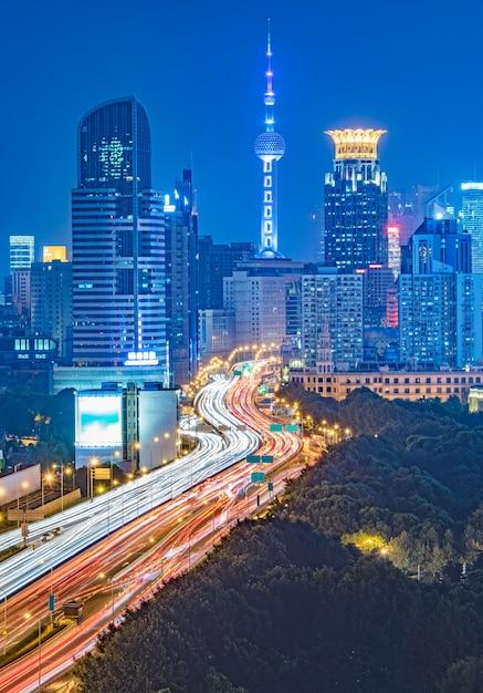 Luftaufnahme von shanghai überführung bei nacht Kostenlose Fotos