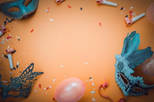Luftbild der flachen lage des zeichens des karnevalsfestival-hintergrundkonzeptes. Premium Fotos