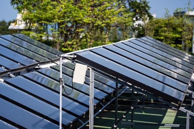 Luftbild der solarzellen auf dem dach Premium Fotos