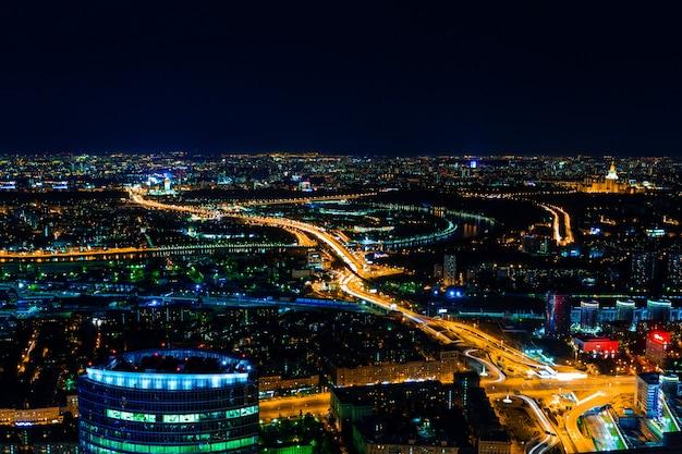 Luftbildstadtbild bei nacht Premium Fotos