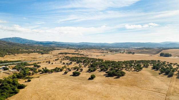 Luftdrohnenansicht des schönen landes Kostenlose Fotos