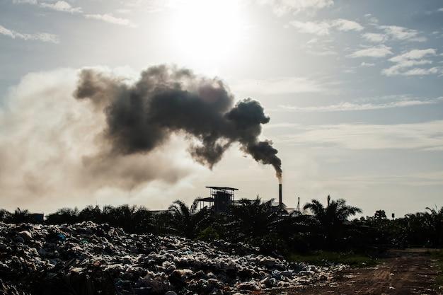 Luftverschmutzung und müllhaufen, vintage-ton Premium Fotos
