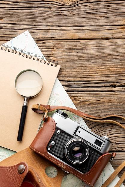 Lupe und kamera der draufsicht Kostenlose Fotos