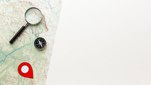 Lupe und kompass der draufsicht Kostenlose Fotos