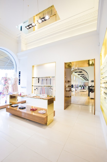 Luxus-Accessoires und Kleiderladen Interieur | Download der Premium ...