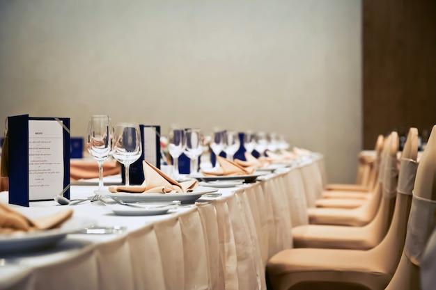 Luxusgedecke für feines essen Premium Fotos