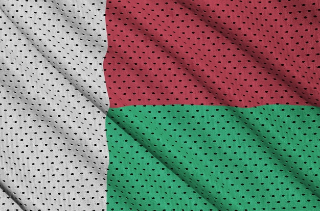 Madagaskar-flagge auf sportswear-netzgewebe aus polyester-nylon Premium Fotos