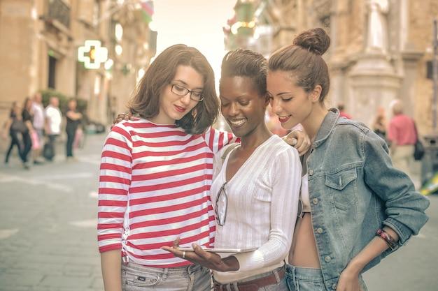 Mädchen auf einer sommerreise Premium Fotos