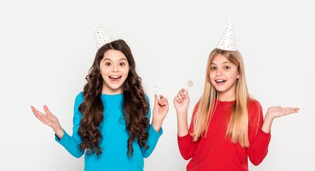 Mädchen bereit für geburtstagsfeier Premium Fotos