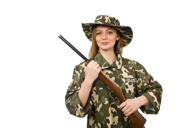 Mädchen in der militäruniform, welche die gewehr lokalisiert auf weiß hält Premium Fotos