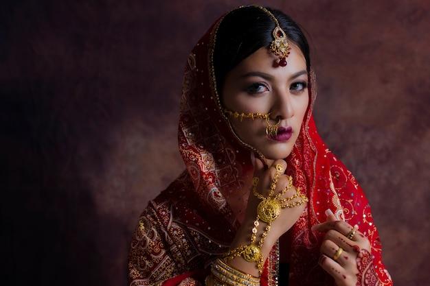 Mädchen in indien national dress Premium Fotos