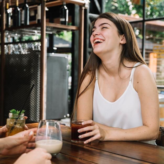 Mädchen lachen Kostenlose Fotos