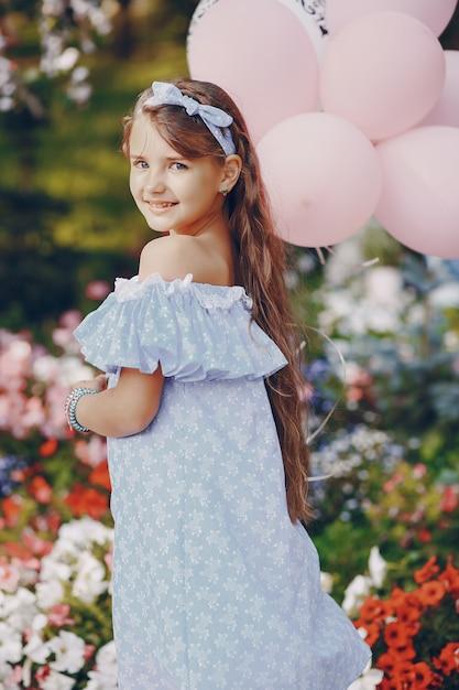 Mädchen mit ballons Kostenlose Fotos