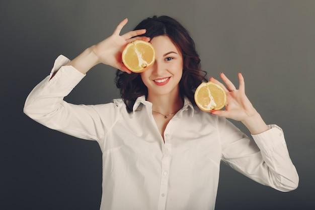 Mädchen mit früchten Kostenlose Fotos