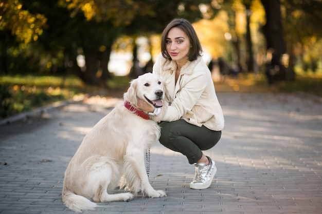 Mädchen mit hund Kostenlose Fotos