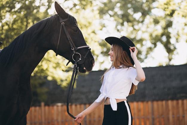 Mädchen mit pferd Kostenlose Fotos