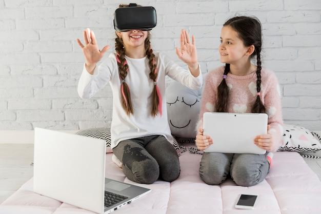 Mädchen mit vr brille Kostenlose Fotos