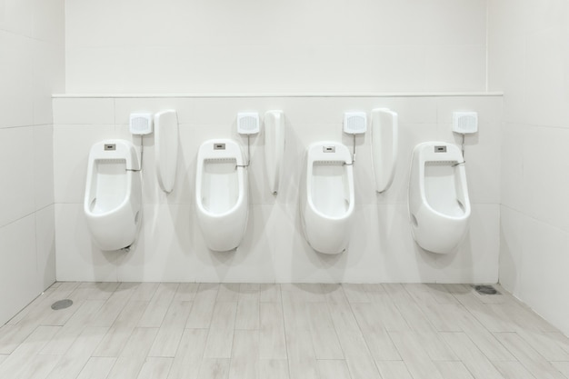 Männer urinale abfluss von abfällen aus dem körper Premium Fotos