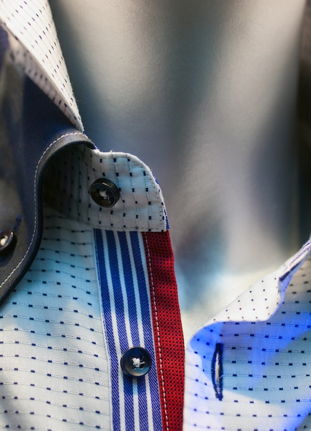 Männliche hemden herausgestellt im kleidungsshop Premium Fotos