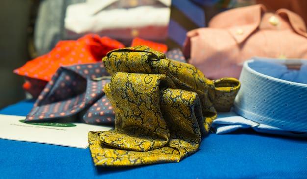 Männliche krawatten und hemden Premium Fotos