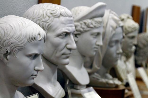 Männliche statuendetails der vatikanischen museen Premium Fotos
