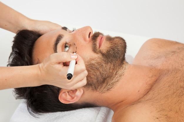 Männliches modell an ästhetischer chirurgie Kostenlose Fotos