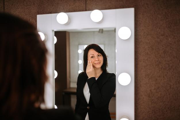 Make-up entfernen. Premium Fotos