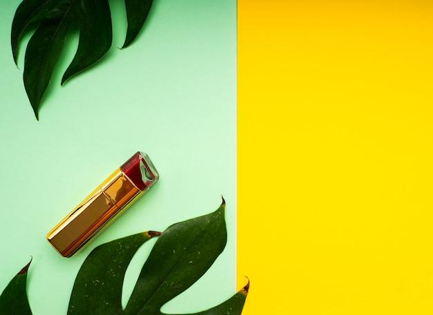 Make-up frühling tropische blätter Premium Fotos
