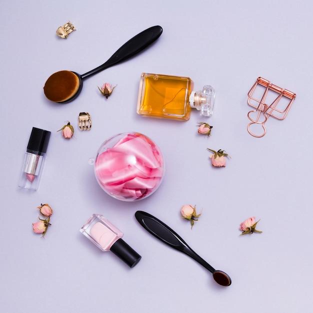 make up pinsel lippenstift parf mflasche nagellack und. Black Bedroom Furniture Sets. Home Design Ideas