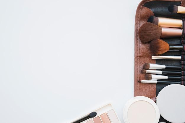 Make-up-tools in einem fall Kostenlose Fotos