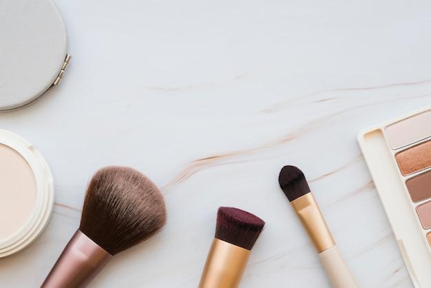 Makeup-tools und lidschatten Kostenlose Fotos