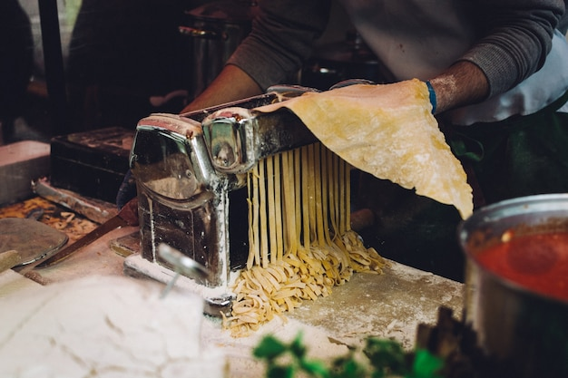 Making frische hausgemachte pasta Kostenlose Fotos
