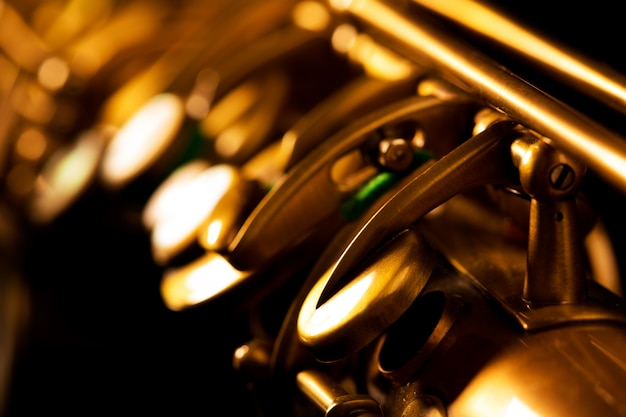Makroselektiver fokus des goldenen saxophons des tenorsax Premium Fotos