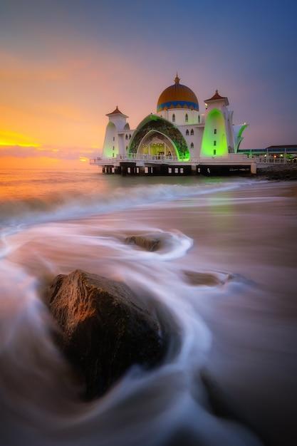 Malakka-meerenge (masjid selat melaka), malakka, malaysia Premium Fotos