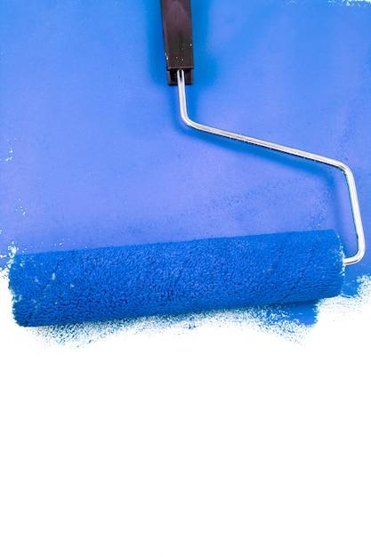 Malen mit einer blauen farbe Premium Fotos