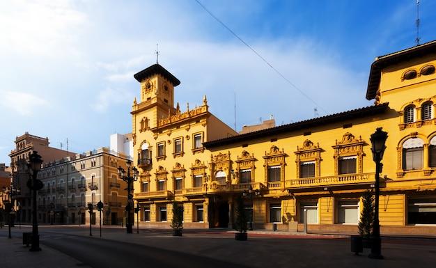 Malerische häuser in der straße von castellon de la plana Kostenlose Fotos