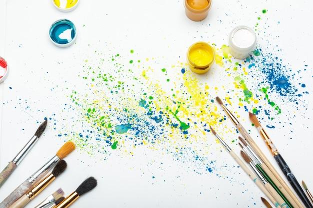 Malerpinsel und aquarellabschluß der abstrakten kunst oben Premium Fotos