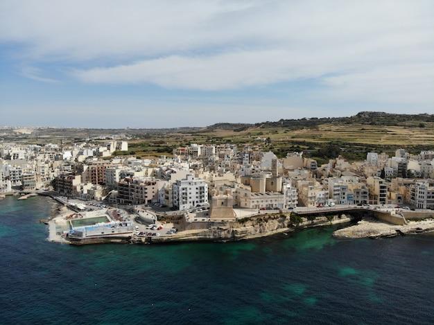 Malta von oben. neue sichtweise für ihre augen. schöner und einzigartiger ort namens malta. zum ausruhen, erkunden und abenteuer. muss für alle sehen. europa, insel im mittelmeer. Premium Fotos
