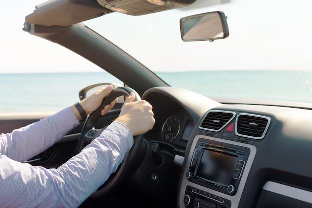 Man autofahren Premium Fotos