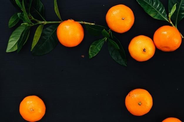 Mandarinen auf dem tisch Kostenlose Fotos