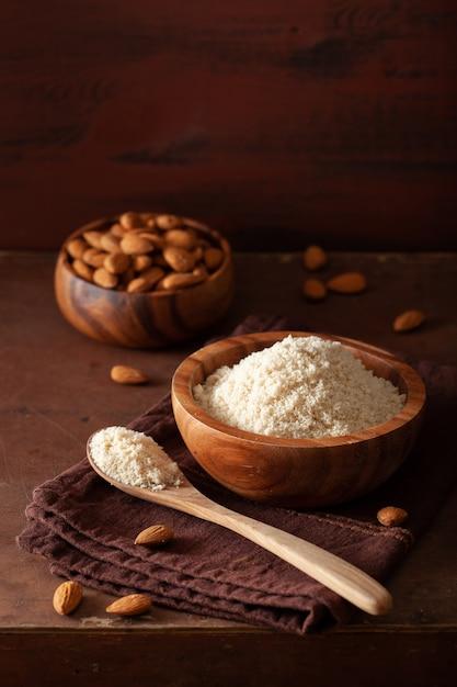 Mandelmehl. gesunde zutat für eine glutenfreie keto-paläo-diät Premium Fotos