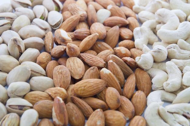Mandeln, cashewnüsse und pistazien Premium Fotos