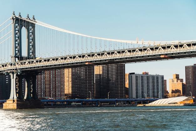 Manhattan-brücke von der ufergegend in new york Kostenlose Fotos