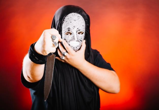 Maniac in maske und mit messer Kostenlose Fotos