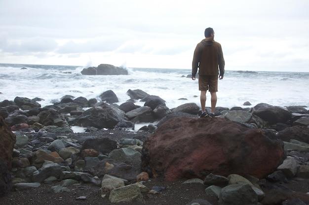 Mann an der küste Kostenlose Fotos