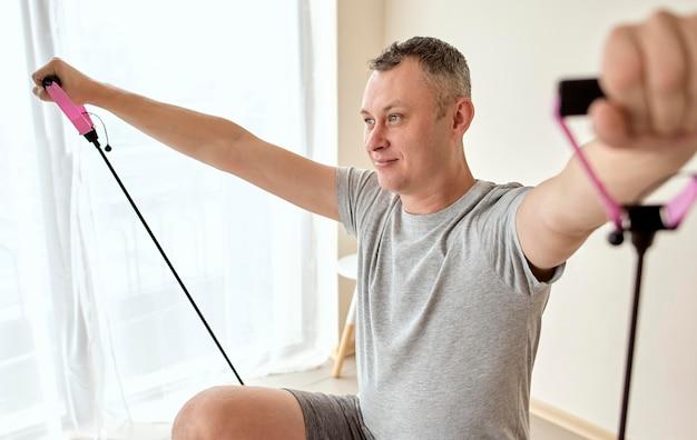 Mann, der sich einer therapie beim physiologen unterzieht Premium Fotos
