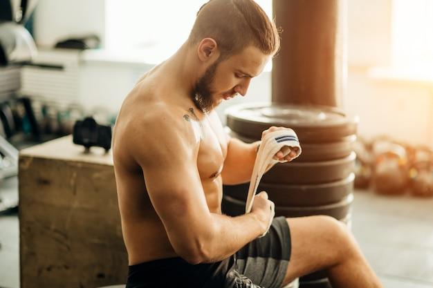 Mann fitness vorbereitung Premium Fotos