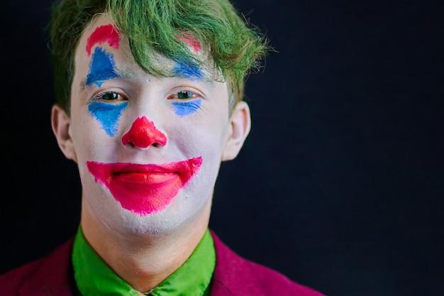 Mann im clownmake-up Premium Fotos