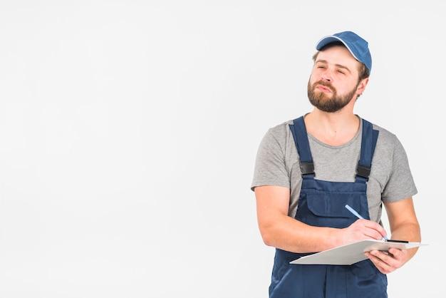 Mann im gesamtschreiben in zwischenablage Kostenlose Fotos